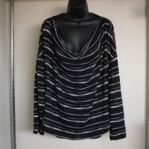 5/$25APT.9 Black&White Swoop Neck Top SizeXL